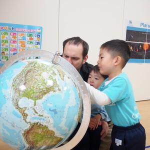 小さな地球儀から広がる、大きな世界