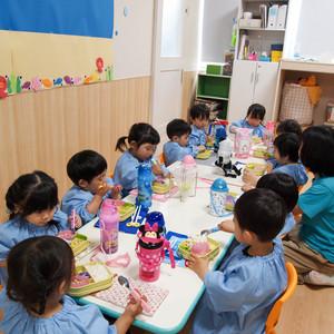 食育(2歳児クラス) ~楽しい食事~