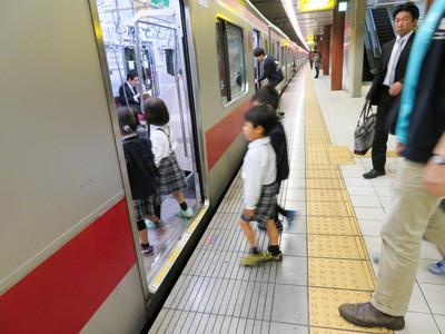 電車~オービィ横浜(Orbi Yokohama)